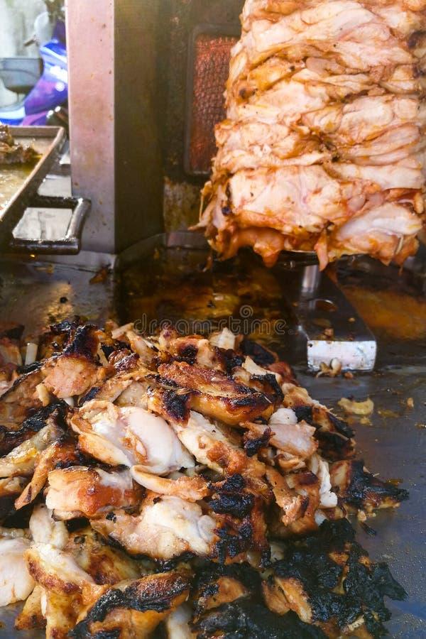 Gebranntes verkohltes Grillfleisch ist ungesund lizenzfreies stockfoto