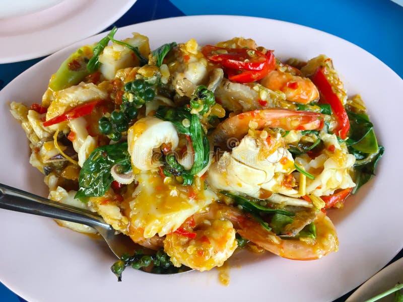 Gebraten rühren Sie würzige Meeresfrüchte stockfotos
