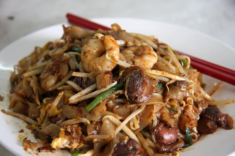 Gebratene asiatische Nudeln stockbild