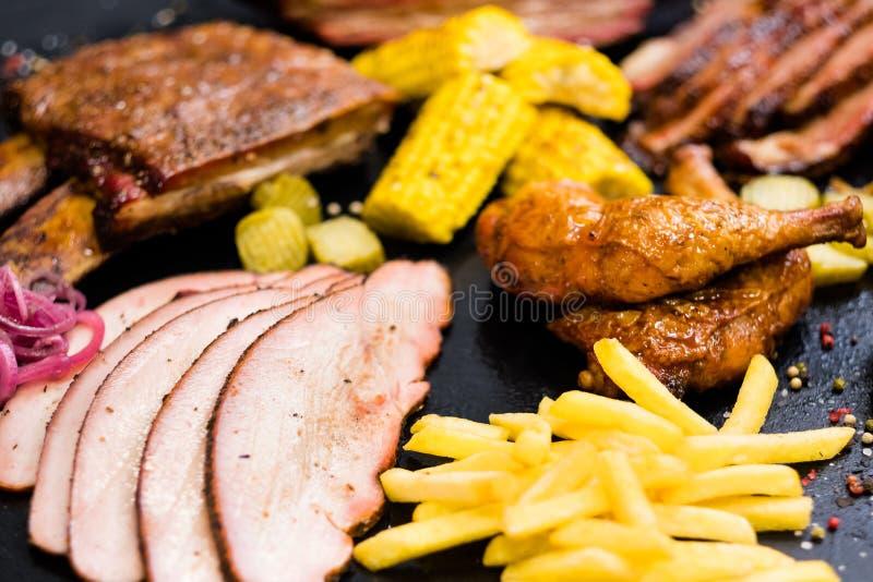 Gebratene Fleischzusammenstellung des Grillrestaurants Menü lizenzfreies stockbild