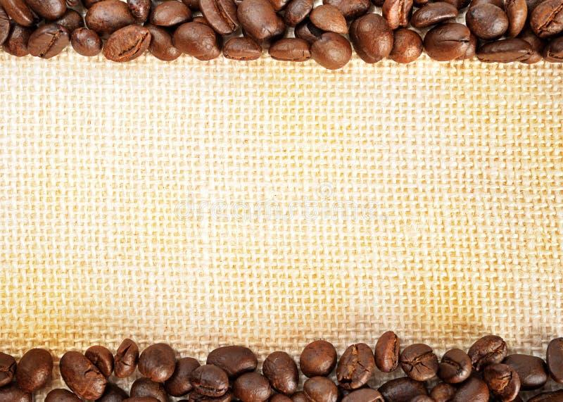 Download Gebratene Kaffeebohnen stockfoto. Bild von nahrung, leben - 26359374