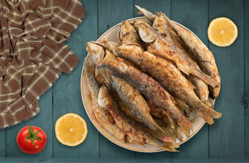 Gebratene Meeräschenfische lizenzfreies stockfoto