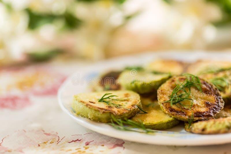 Gebratene Zucchini stockfotos