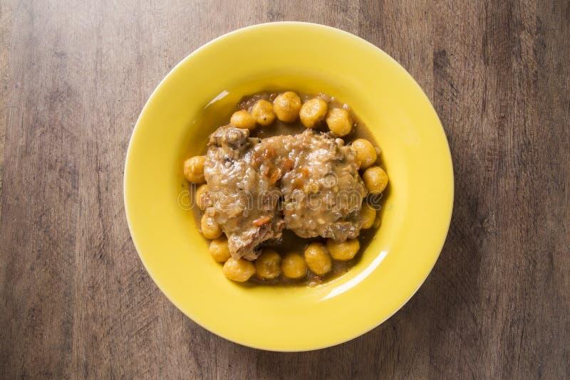 Gebratener Gnocchi mit Huhn feinschmecker lizenzfreie stockfotografie