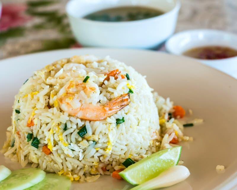 Gebratener Reis der einzigartigen Garnele der Art thailändischen lizenzfreie stockfotografie