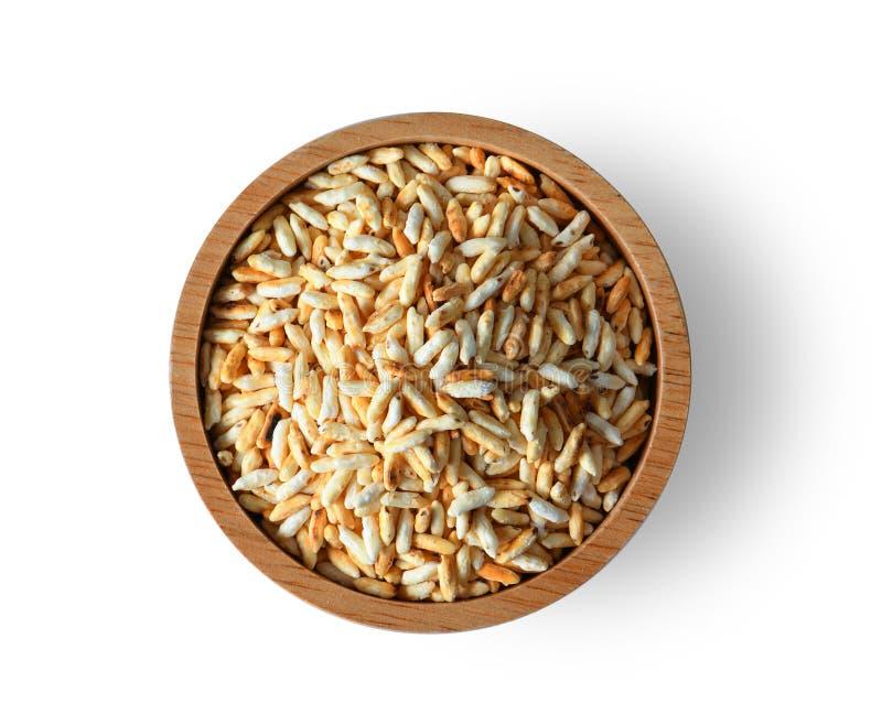 Gebratener Reis in der hölzernen Schüssel lokalisiert auf weißem Hintergrund lizenzfreies stockbild