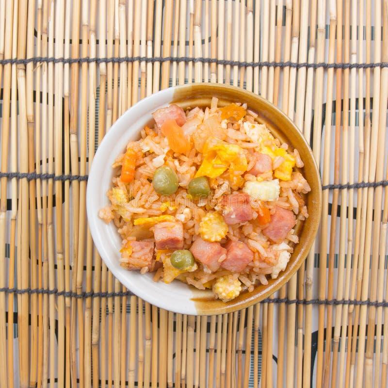 Gebratener Reis in der Schale stockbild
