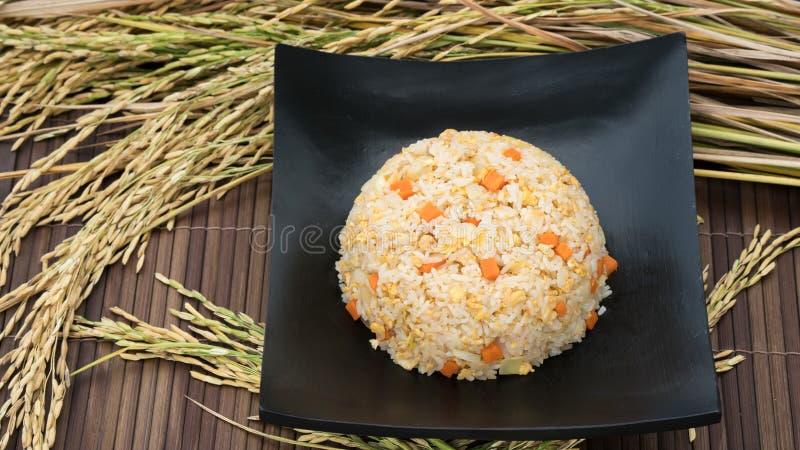 Gebratener Reis des Ausgangsgemachten und thailändischen Artkrebsfleischs stockbild