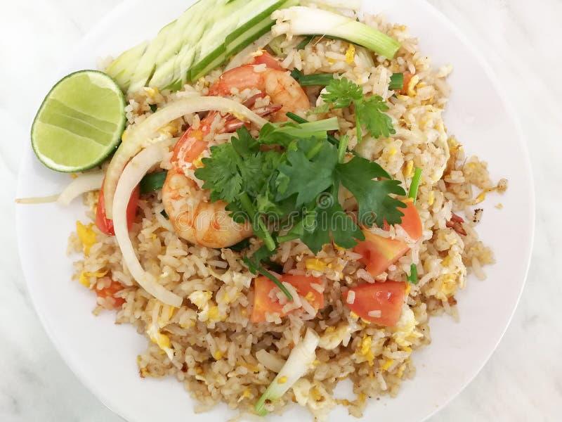 Gebratener Reis mit Garnele stockfotos