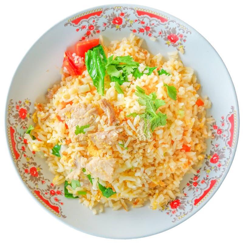 Gebratener Reis mit Schweinefleisch auf weißem Hintergrund stockbilder
