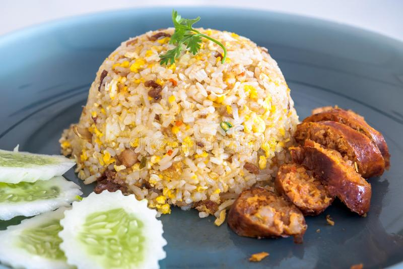 Gebratener Reis mit thailändischer würziger Nordwurst lizenzfreies stockfoto