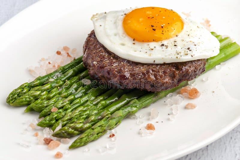 Gebratenes gehacktes Steak lizenzfreies stockbild