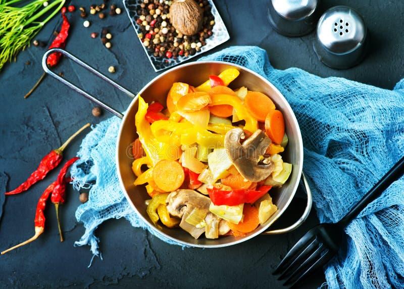 Gebratenes Gemüse stockbilder