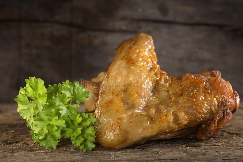 Gebratenes Hühnerflügel stockbilder
