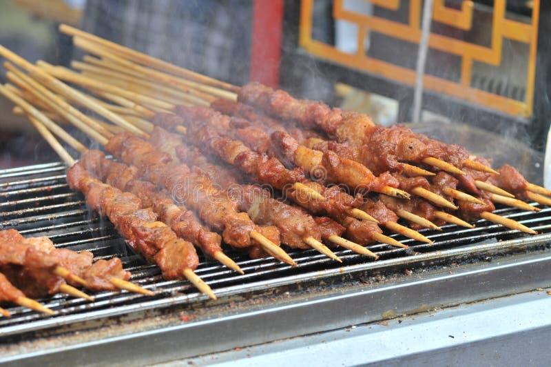 Gebratenes Lamm shashlik/Lammaufsteckspindel/shish kebab/auf Festivalfeinschmeckerfestival stockfotografie