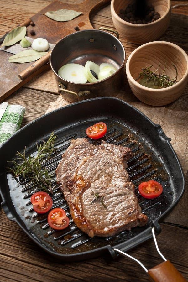 Gebratenes Rindfleischsteak lizenzfreie stockfotos