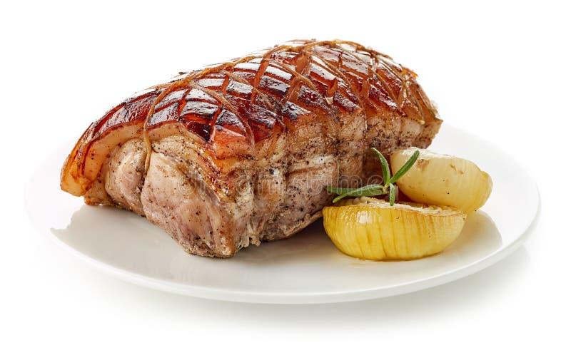 Gebratenes Schweinefleisch auf weißer Platte stockfoto
