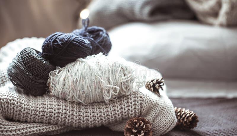 Gebreide sweater met draad stock fotografie