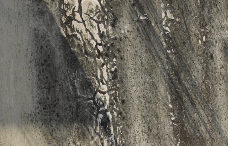 Gebrochen und Fleck auf Altbauwandhintergrund und -beschaffenheit lizenzfreies stockbild
