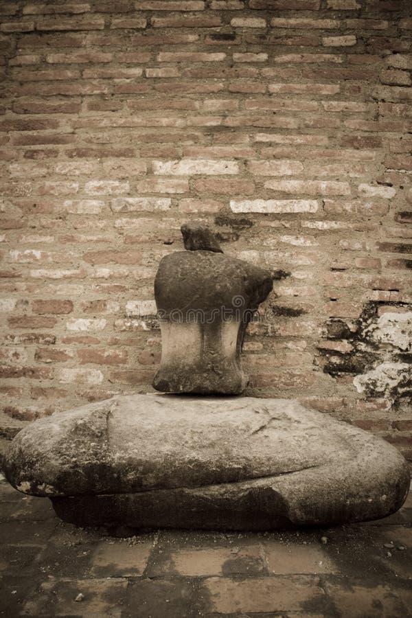 Gebrochen vom Buddha-Statuenstein bei Ayuthaya Thailand lizenzfreie stockfotos