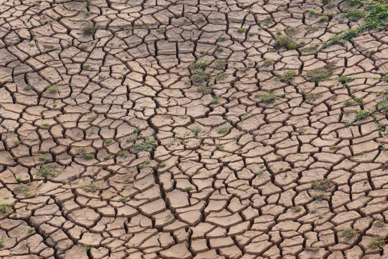 Gebrochene Erde wegen der Dürre lizenzfreie stockfotografie