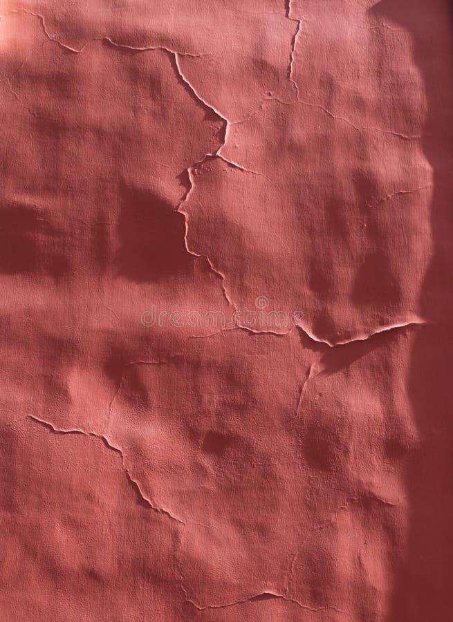 Gebrochene rote Pflasterwand stockbild