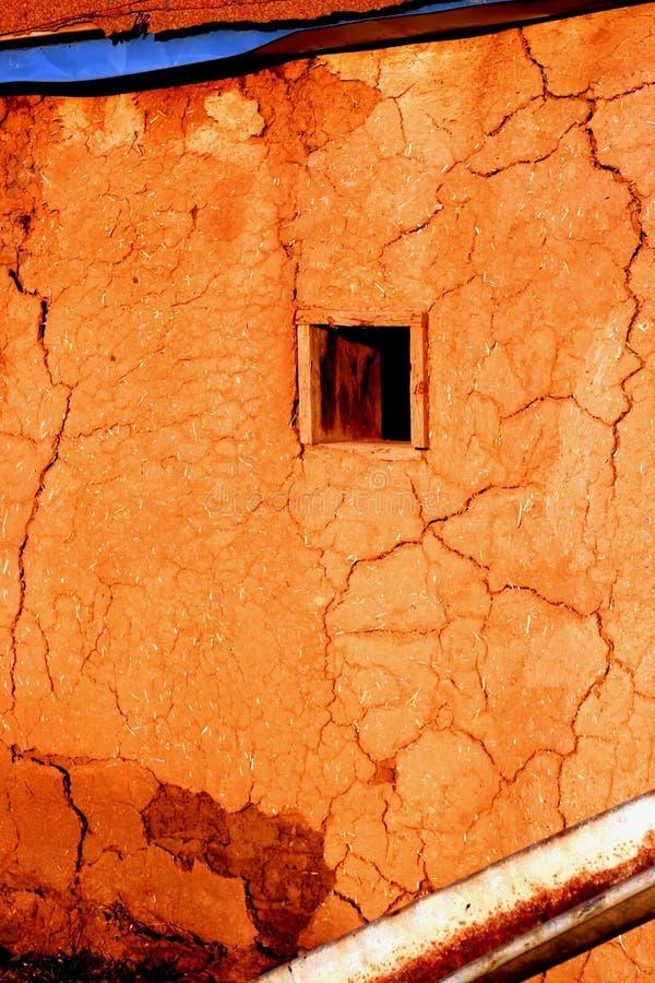 Download Gebrochene Wand stockbild. Bild von fenster, pueblo, wand - 39611