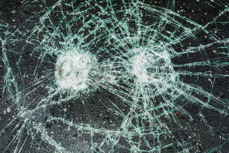 Gebrochenes Autofenster stockbilder