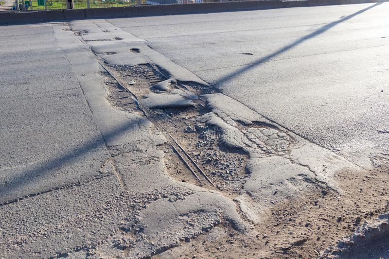 Gebroken asfaltweg stock fotografie