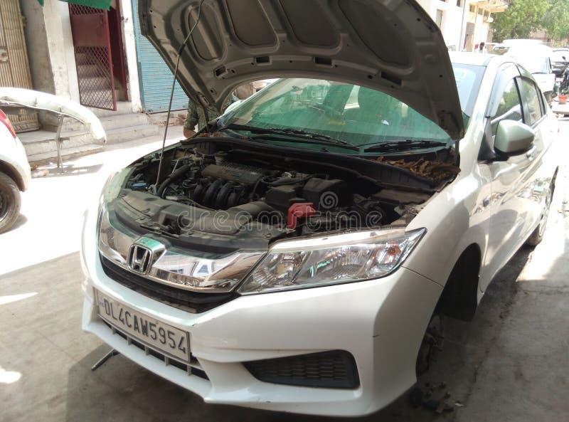 Gebroken auto repaires stock foto's