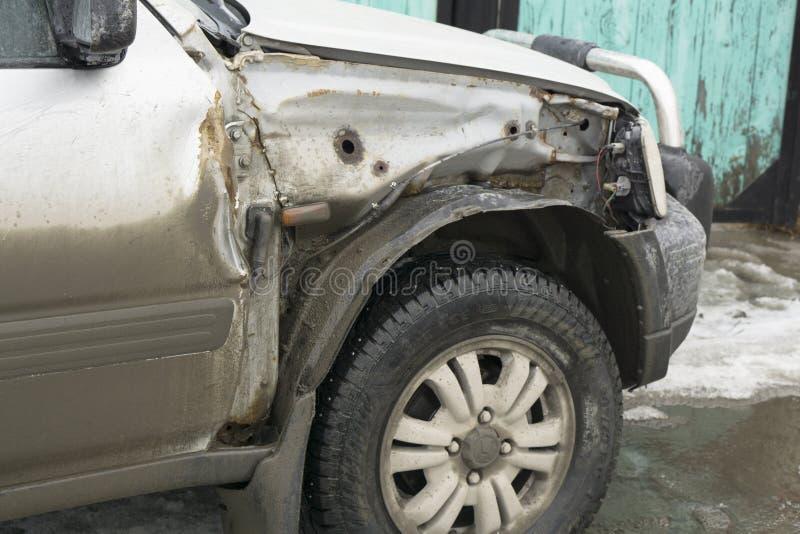 Gebroken autovleugel stock afbeelding