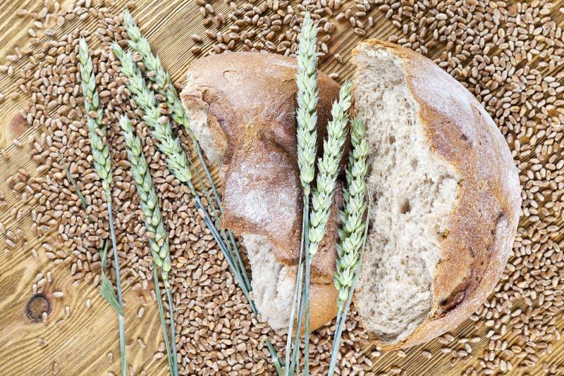 Gebroken brood van brood stock foto's