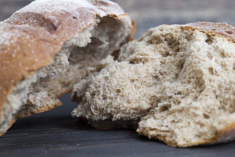 Gebroken brood van brood royalty-vrije stock afbeelding