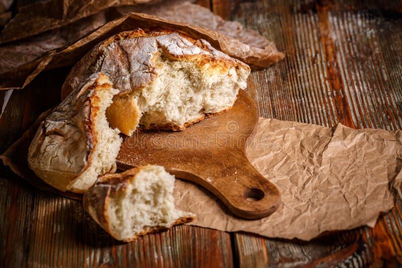 Gebroken brood van brood stock afbeelding