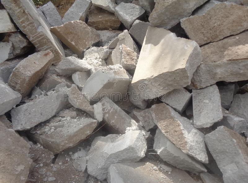 Gebroken Concrete Puinstapel van Stukken royalty-vrije stock foto
