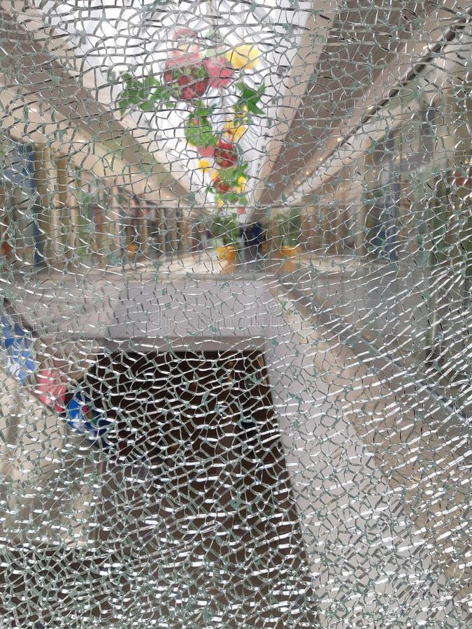 Gebroken glas in de winkel royalty-vrije stock afbeelding