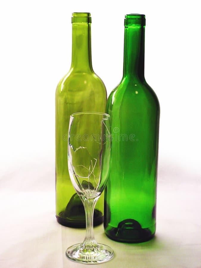 Gebroken glas en bottels stock fotografie