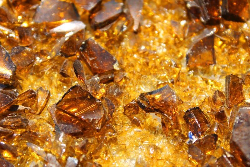 Gebroken glas zoals amber, gewone fles royalty-vrije stock afbeelding