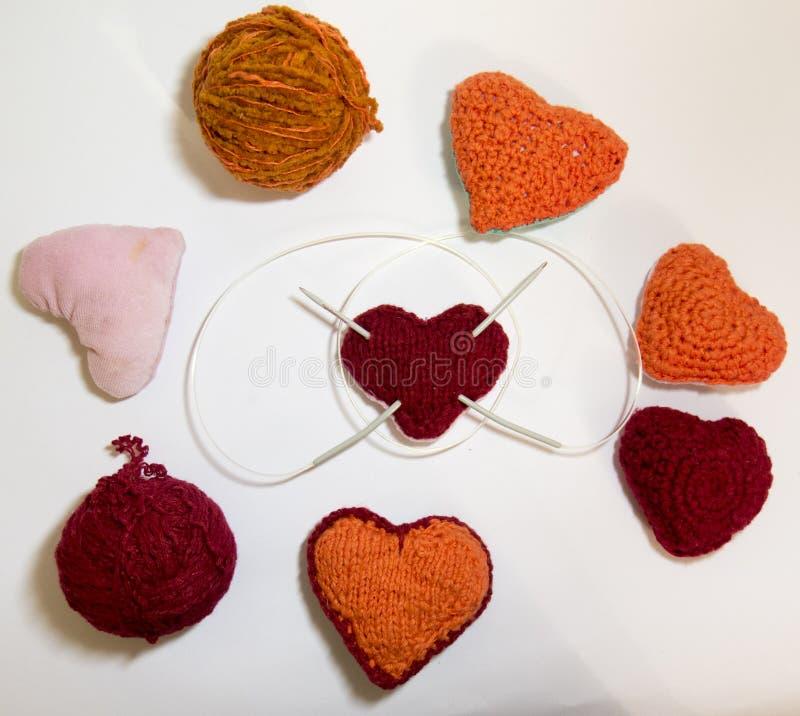 Gebroken hart met de hand gemaakte wol spokes stock foto's