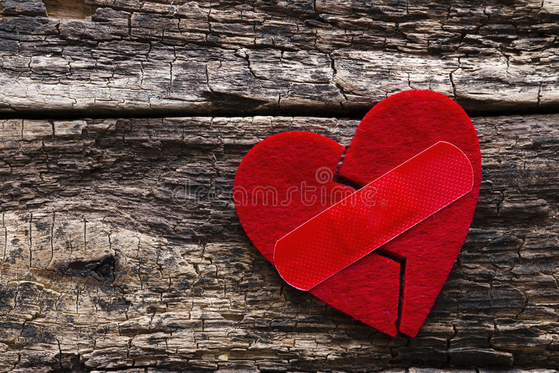 Gebroken hart met een flard stock afbeelding