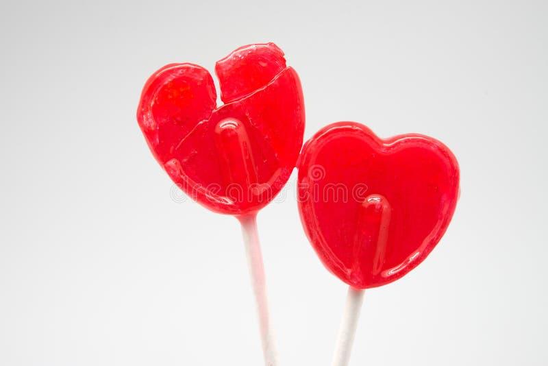 Gebroken hart rode hart-lolly stock afbeeldingen