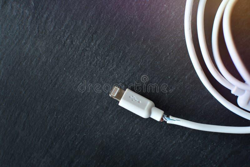 Gebroken het laden kabel stock afbeeldingen