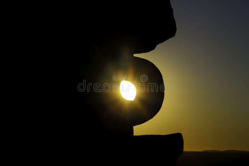Gebroken Heuvelbeeldhouwwerken & het Leven woestijn stock fotografie