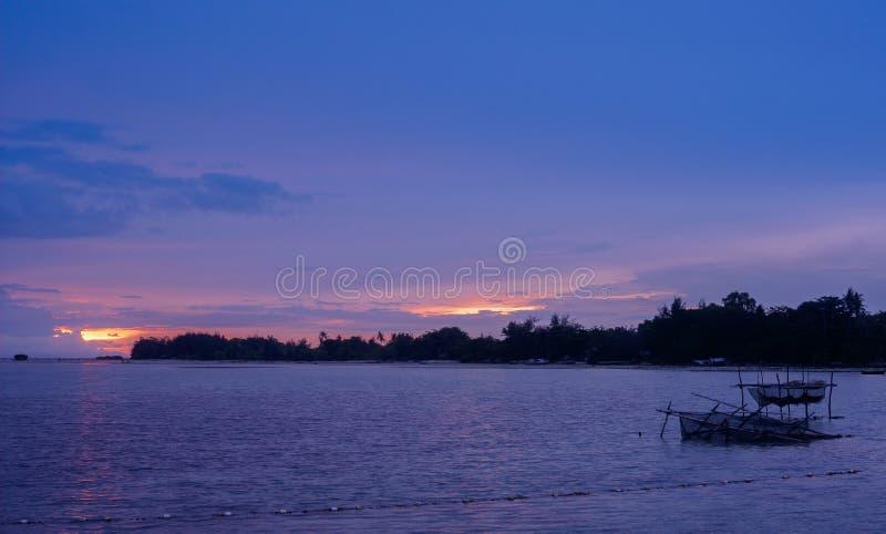 Gebroken kooien vanavond, Pari-Eiland, Indonesië royalty-vrije stock foto's