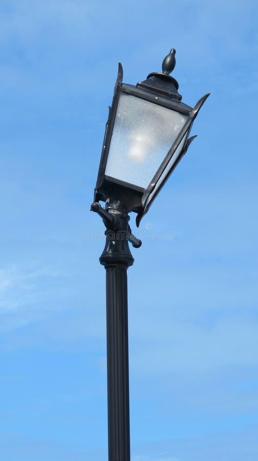 Gebroken Lamppost stock foto's
