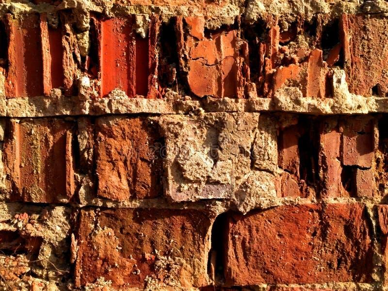 Gebroken oude rode bakstenen muur - textuur stock afbeeldingen