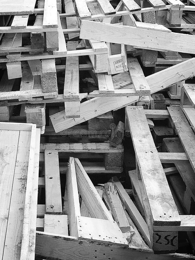 Gebroken pallets stock afbeelding