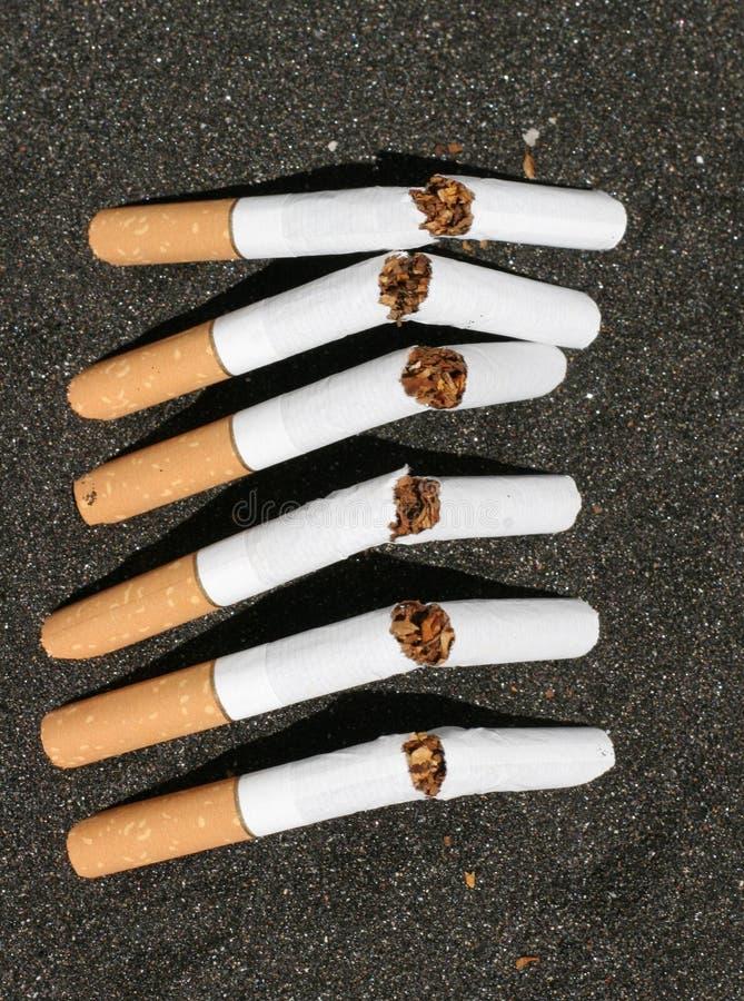 Gebroken sigaretten royalty-vrije stock afbeeldingen