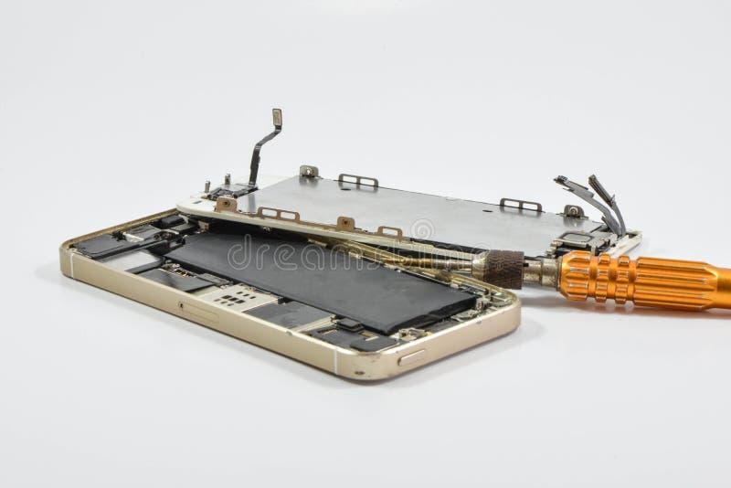Gebroken van mobiel telefoon en reparatiehulpmiddel stock fotografie