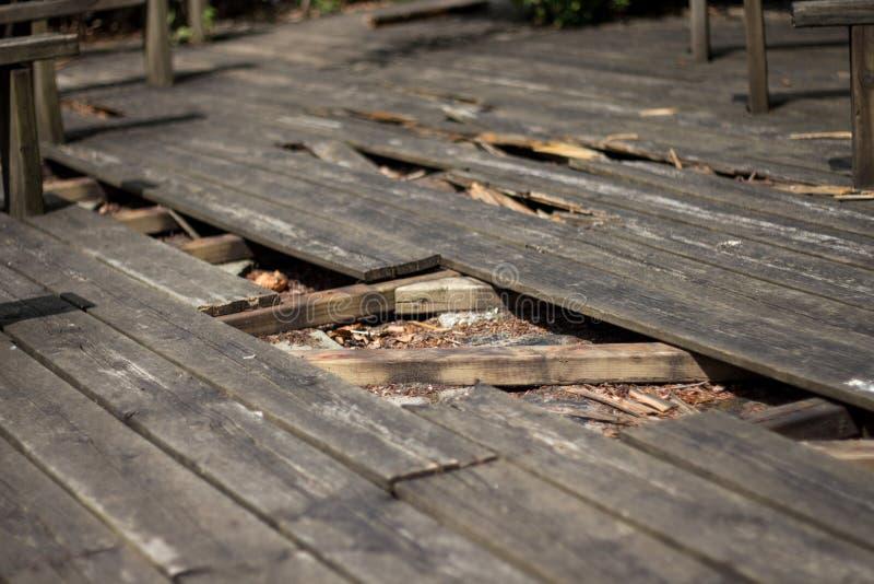 Gebroken vloer van hout stock afbeeldingen